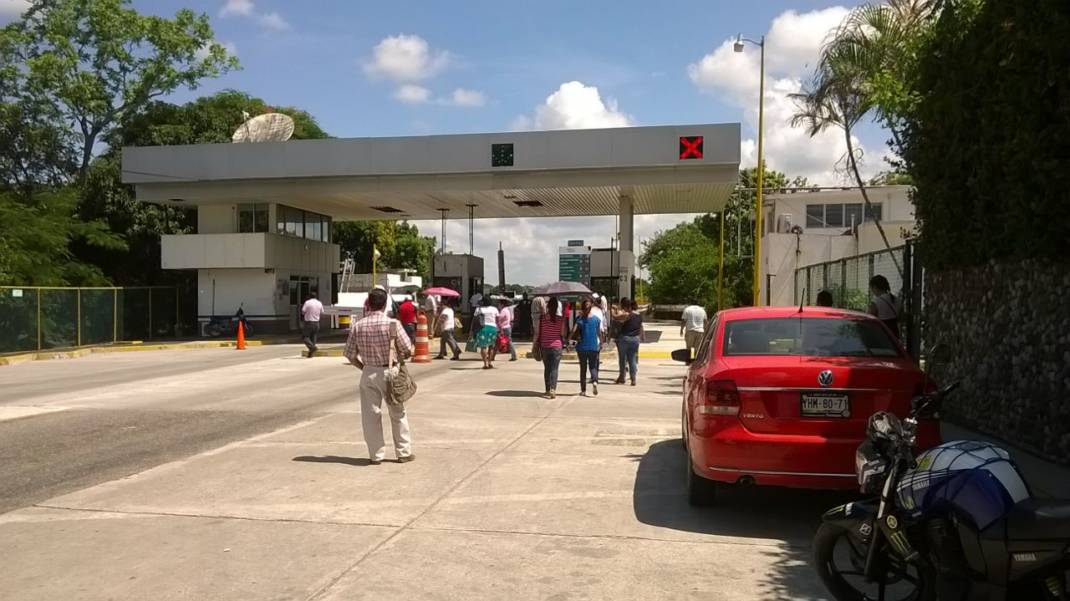 La Sección 22 se apodera de las casetas de peaje en Tuxtepec