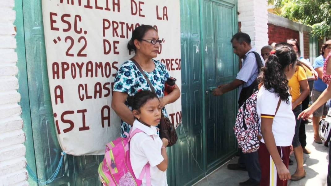 «O regresan el lunes, o actuamos»: Padres a Sección 22