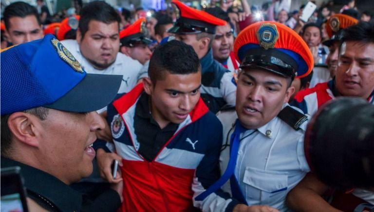 Chivas, con recibimiento de 'rockstar' en llegada a la CDMX