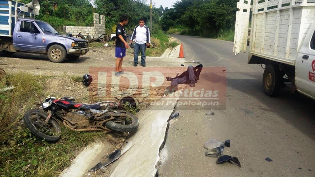 En límites de Oaxaca y Veracruz… Por poquito y se mata motociclista