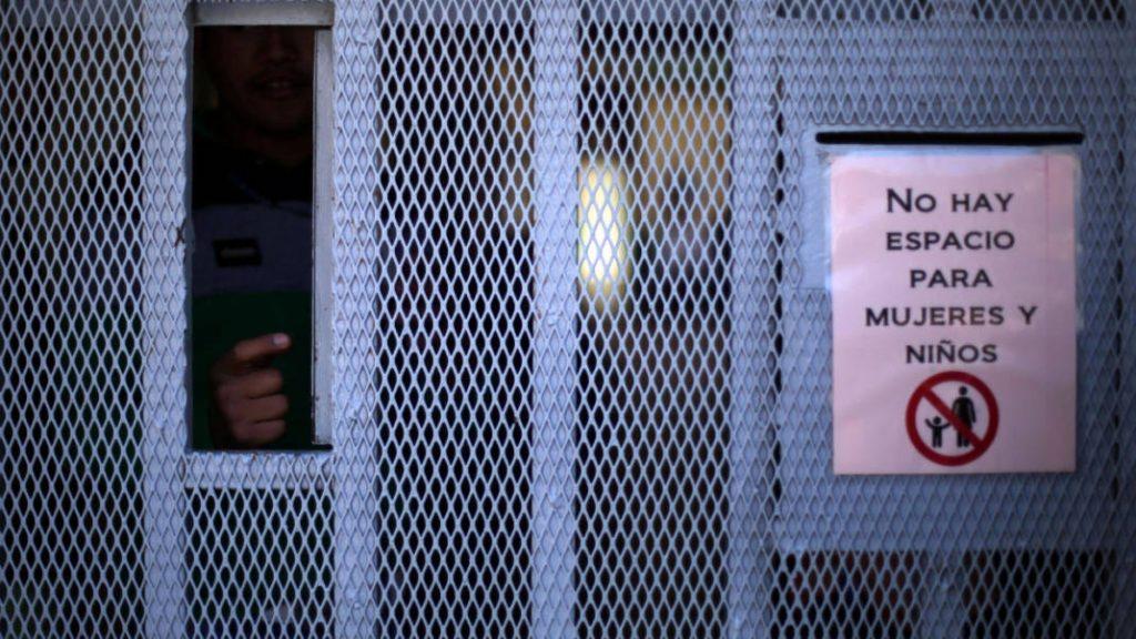 Niños migrantes son tratados como adultos al ser detenidos en México, según la CNDH