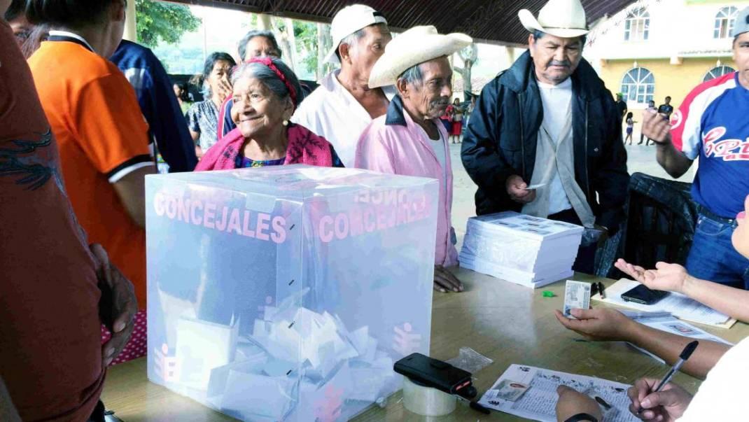 Candidatos perdedores queman votos tras elección en Chimalapas