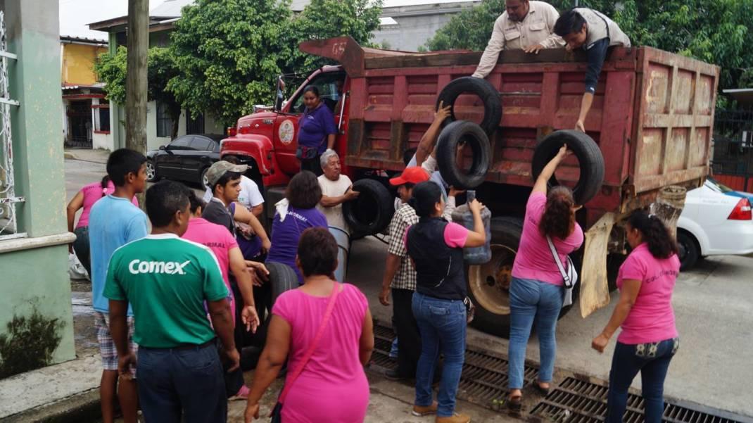 Realizan descacharrización y nebulización en colonias afectadas por inundaciones