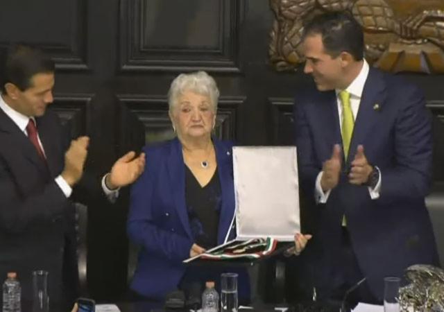 """Otorgan medalla Belisario Domínguez post mórtem al """"héroe de la gasolinera"""""""