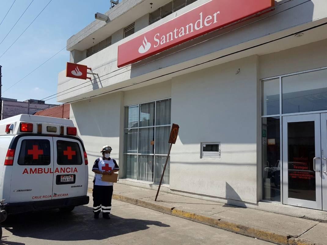 Comando armado asalta banco Santander