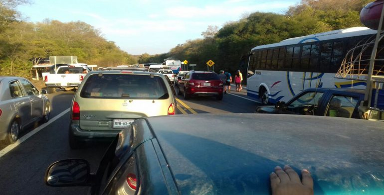 Con bloqueo piden mototaxistas liberación de concesiones