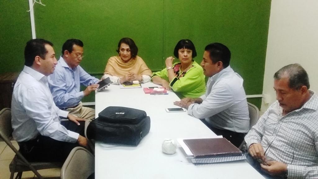 Se reúne Fernando Bautista Dávila con personal del ayuntamiento actual