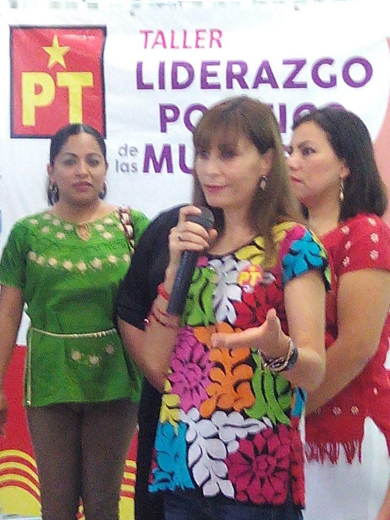 """PT imparte talleres de """"Liderazgo político de las Mujeres""""."""