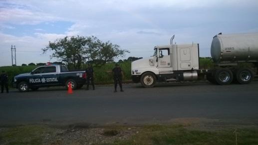 Policía estatal localiza tracto camión con reporte de robo