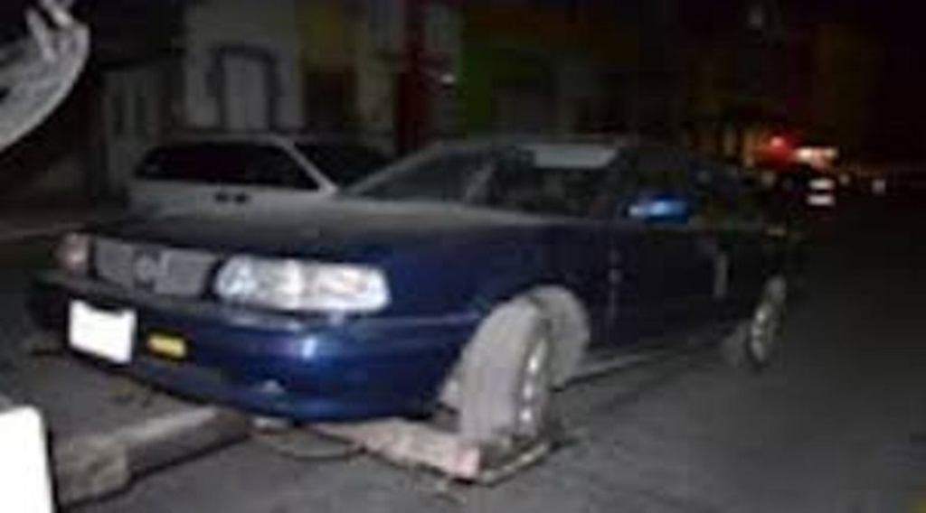 Policías del estado aseguran vehículo con reporte de robo
