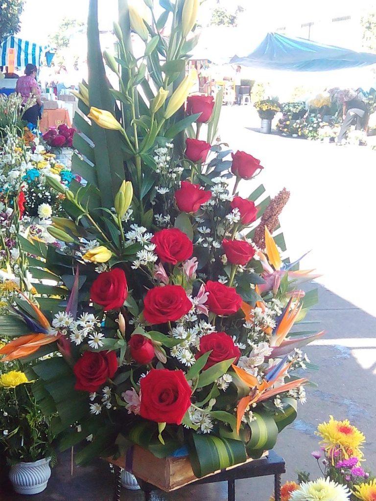 Negocios establecidos tienen Bajas ventas en flores por ambulantajes