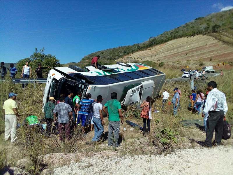Vuelca autobús en Chiapas; al menos 3 muertos y 40 heridos