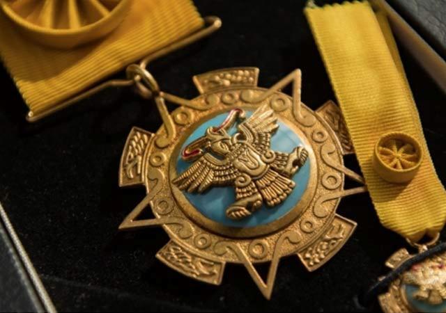 México condecora a 12 italianos con la Orden del Águila Azteca