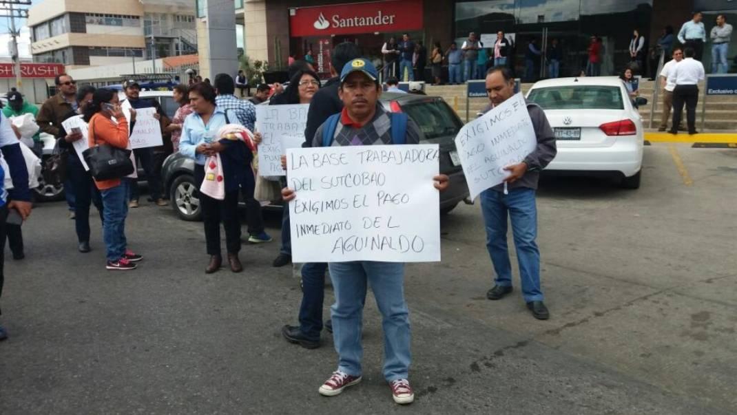 Cierran trabajadores del COBAO Avenida Universidad; exigen pagos de aguinaldo