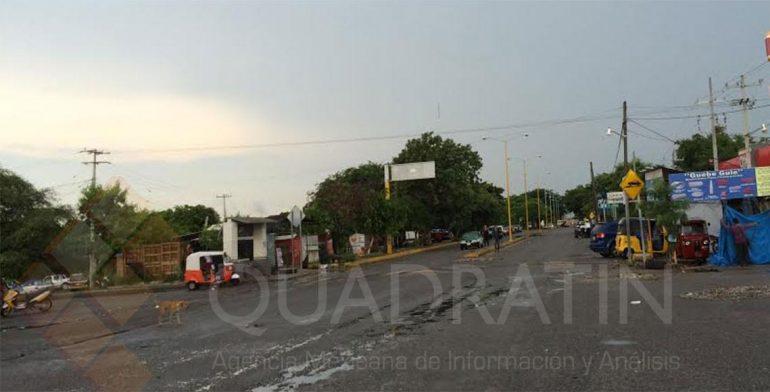 Permanecen bloqueos en accesos y crucero de Juchitán