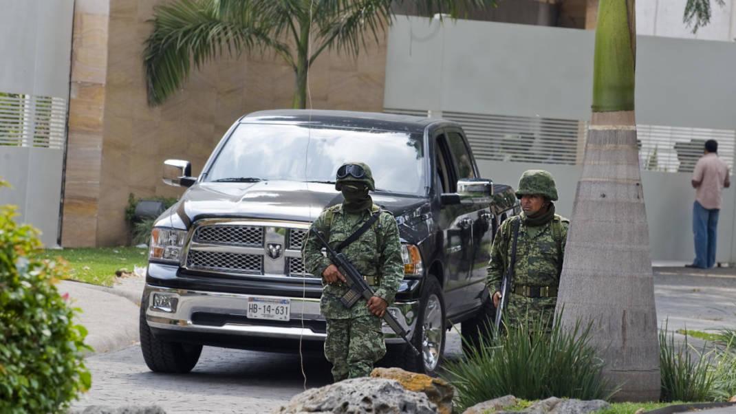 Quién es 'El Mochomito', el narco acusado de atacar a la familia de 'El Chapo'