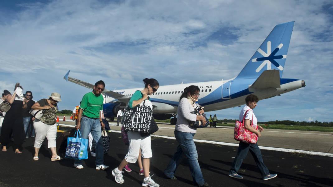 Aerolínea mexicana Interjet cancela vuelos para revisar aviones rusos