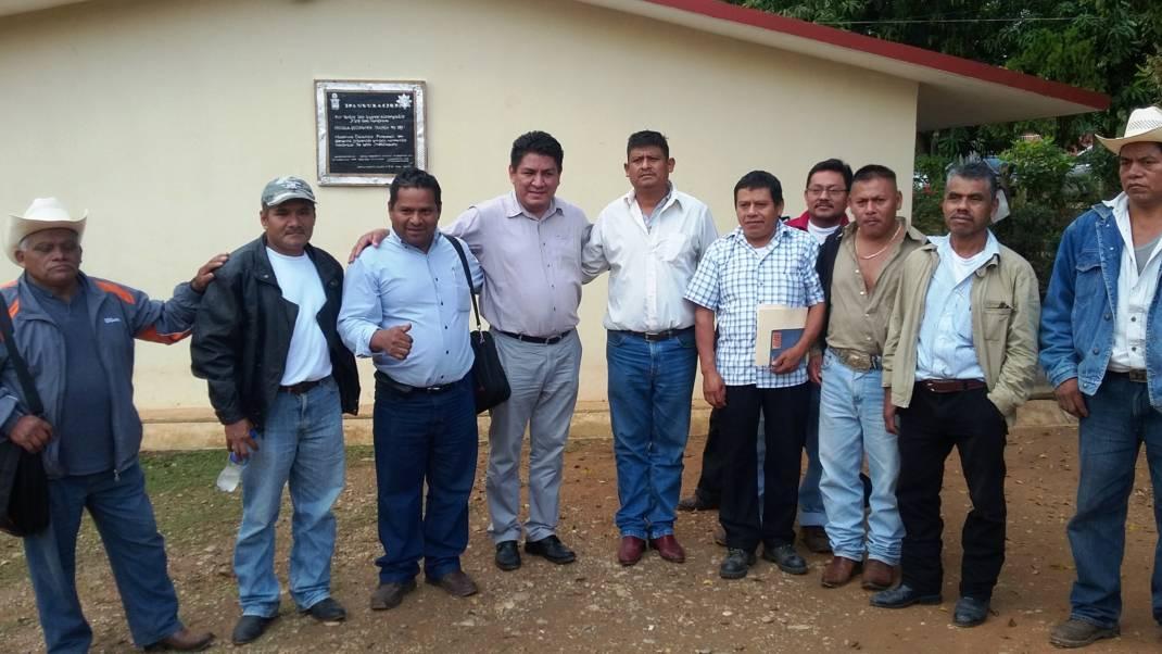 Pese a no ser su distrito… Apoya Diputado Irineo Molina a secundaria de Tuxtepec