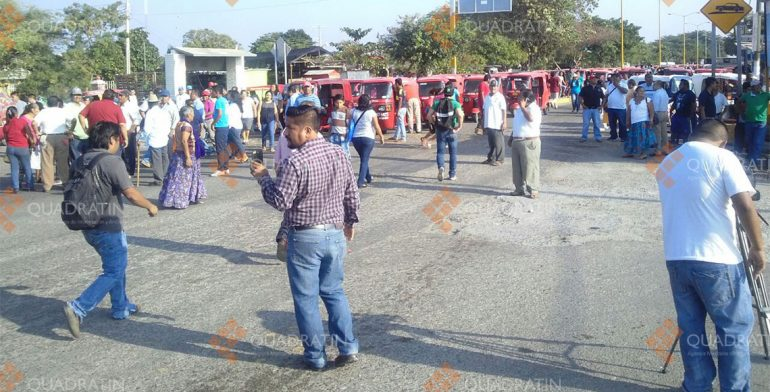 Provocan mototaxistas caos vial en Juchitán con bloqueos