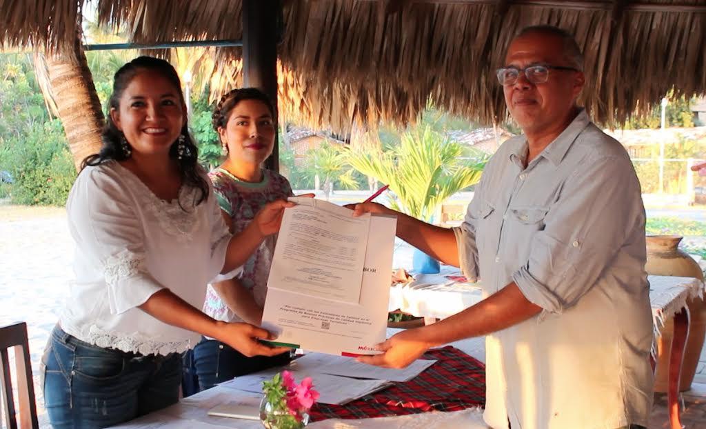 "Reciben distintivo ""Punto Limpio"" restaurantes de Puerto Escondido"