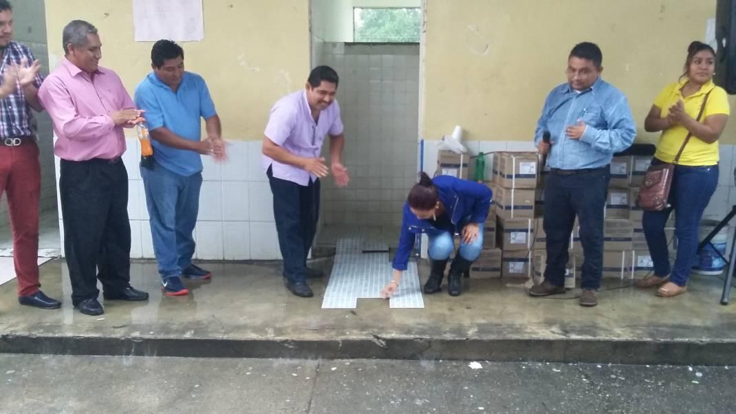 Inician remodelación de baños en la Primaria Roberto Colorado
