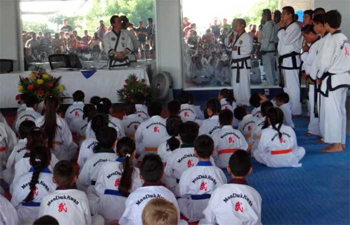 Dai Won Moon evalúo a alumnos de Tae Kwon Do en Puerto Escondido
