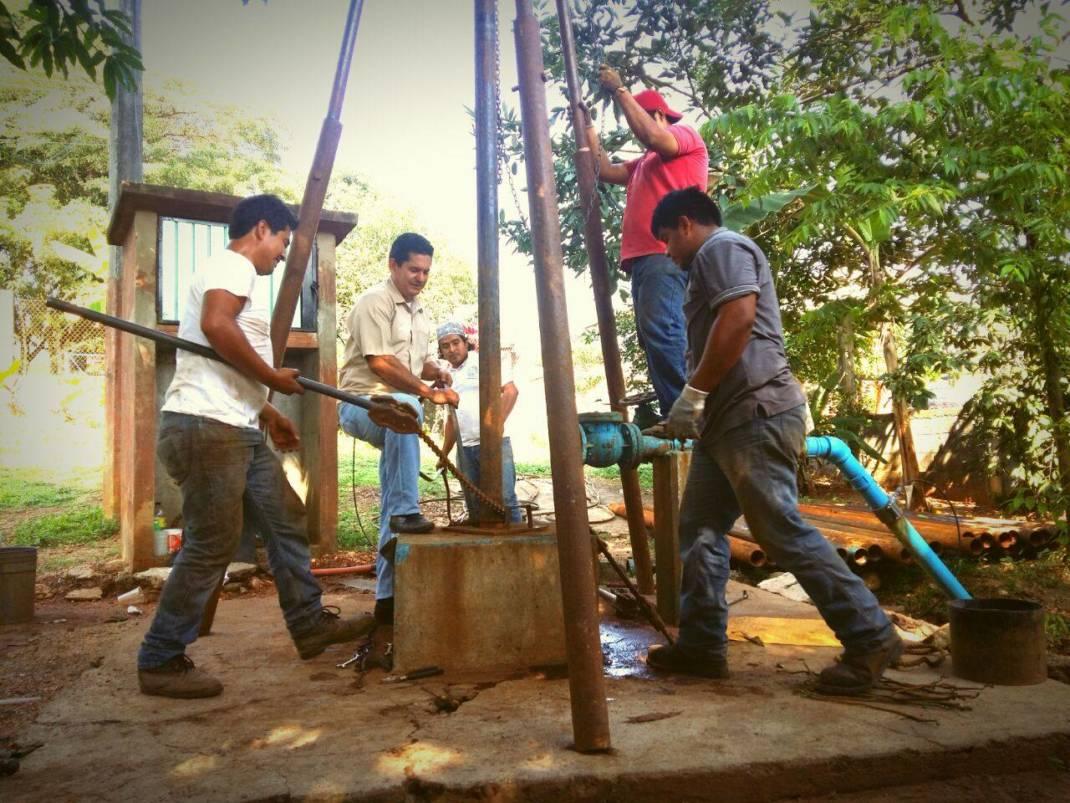 Trabaja Ayuntamiento en reparación  pozos