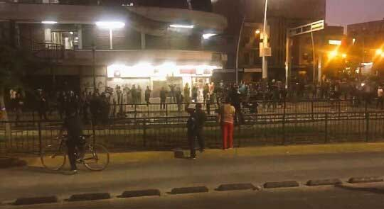 Inconformes por gasolinazo lanzan piedras a antimotines en Guadalajara