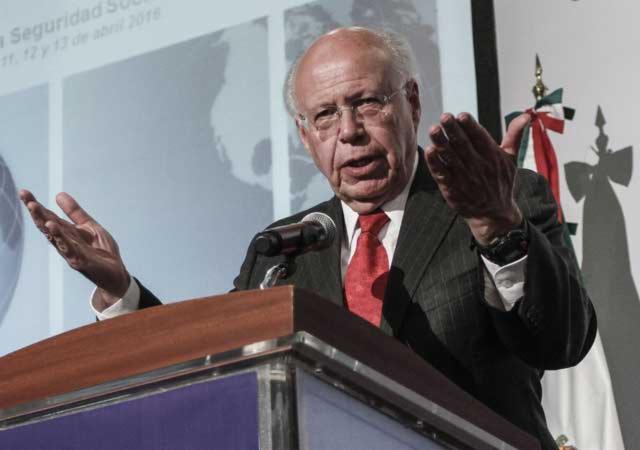 Subsidios a gasolina equivalían a presupuesto en salud: Narro
