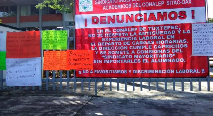 Se manifiesta trabajadores del SITAC en el CONALEP e impiden la entrada de la Directora