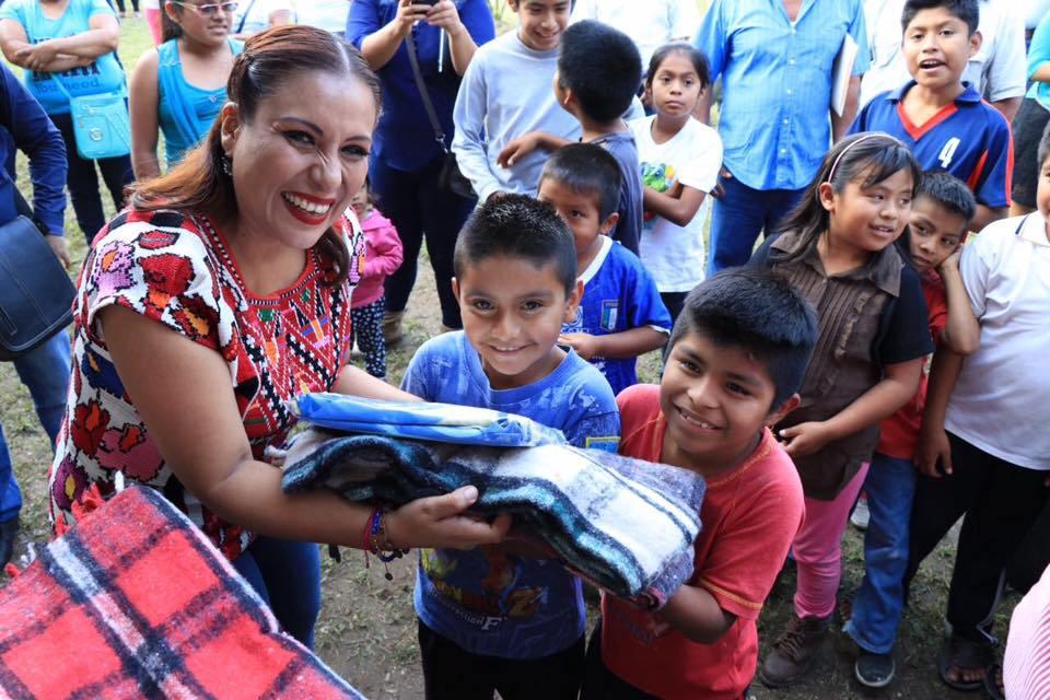 """La Diputada Federal Karina Barón invierte su """"Bono navideño"""", en el albergue de niños indígenas """"Vicente Guerrero"""""""