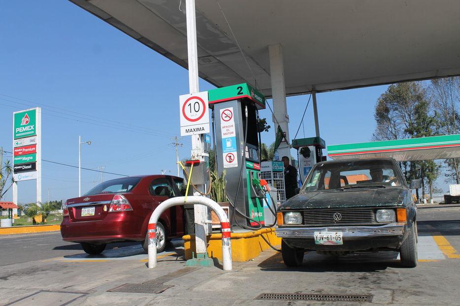 Van 100 amparos contra el gasolinazo