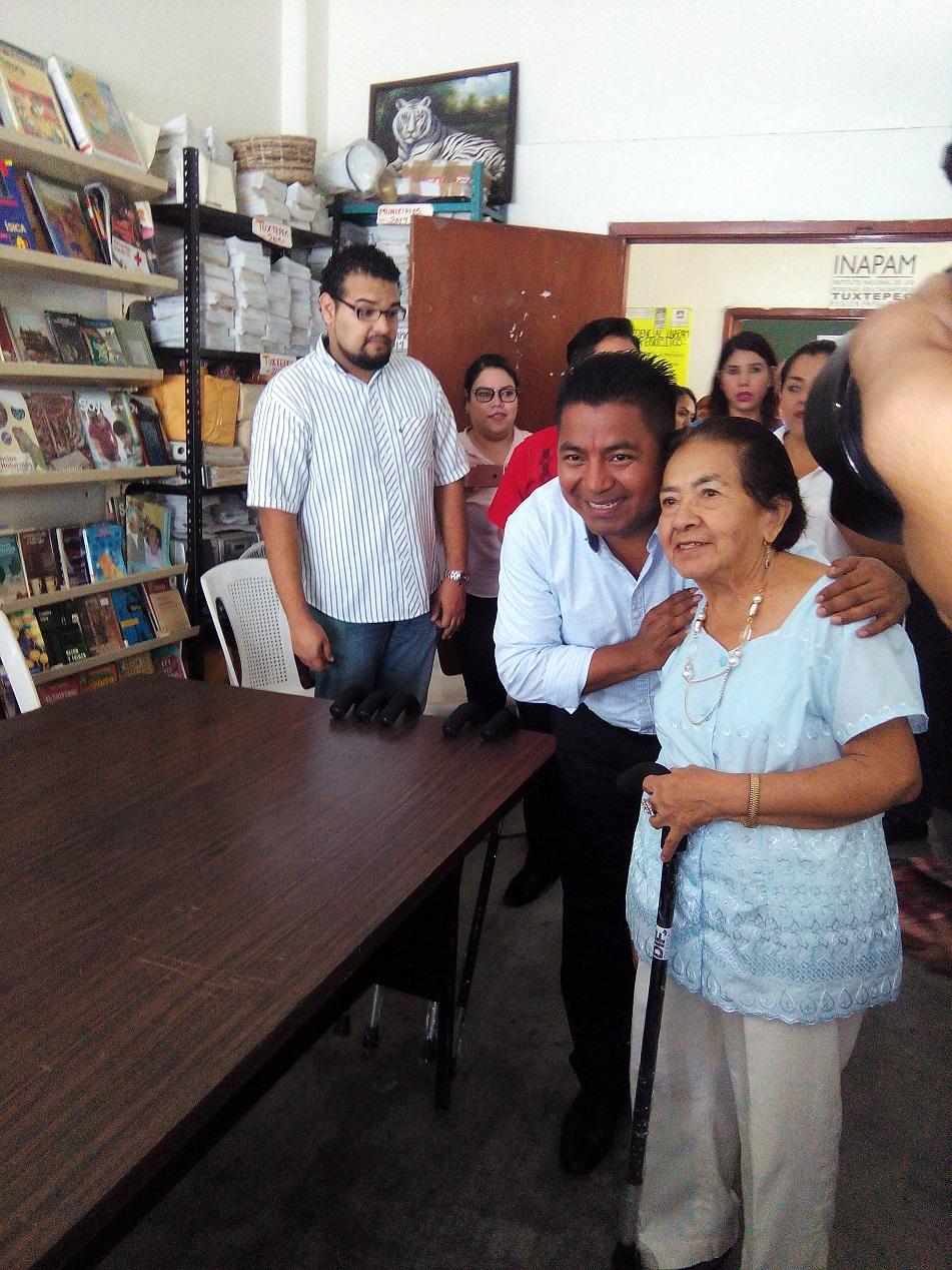 El presidente Municipal de Tuxtepec se reúne con adultos mayores del INAPAM