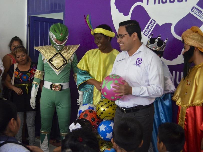 Realiza FHUCUP sexta entrega de Juguetes del día de Reyes