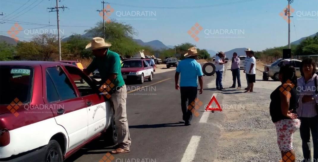 Bloquean carretera en Jalapa del Marqués; protestan por gasolinazo
