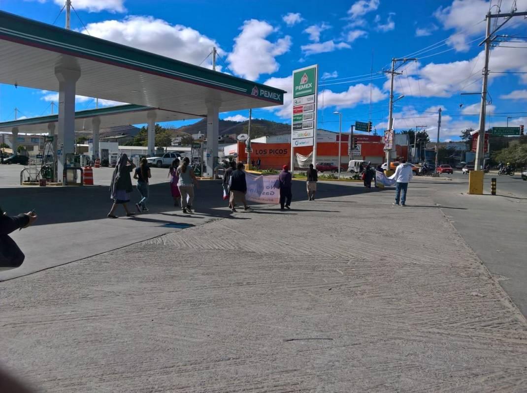 Suspenden servicio en 7 gasolineras de Oaxaca
