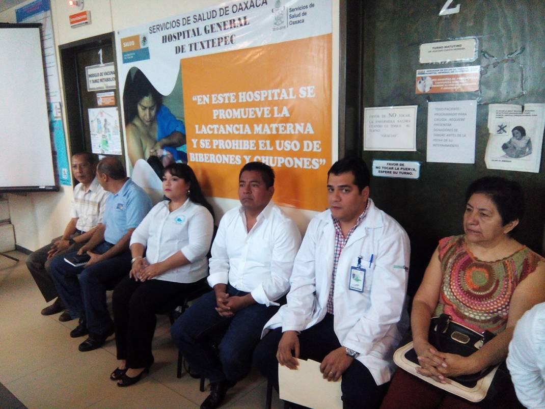 Entregan reconocimientos a destacados médicos y enfermeras por su trabajo