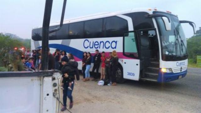 Aseguran 40 indocumentados a bordo de autobús de la Cuenca