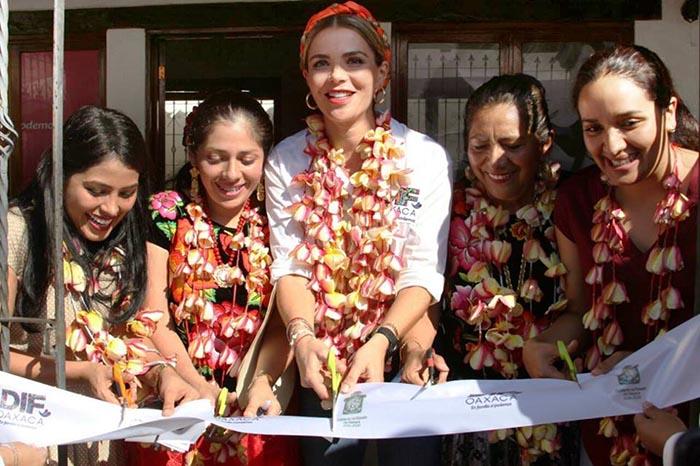 En gira de trabajo por el Istmo de Tehuantepec, Ivette Morán de Murat fortalece servicios asistenciales del DIF Estatal