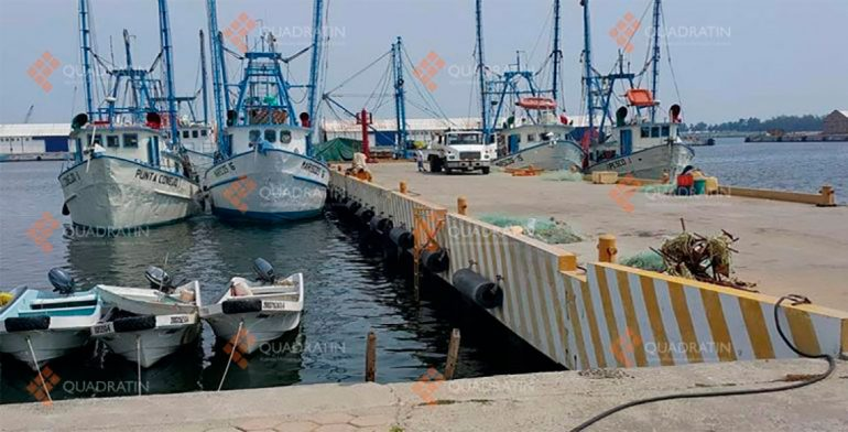 Por vientos, cierran puerto de Salina Cruz a embarcaciones mayores.