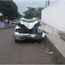 Abandonan en Tetela camioneta chocada y con reporte de robo
