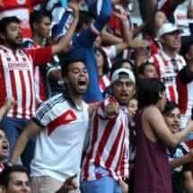 Comerciante denuncia agresión de afición de Chivas