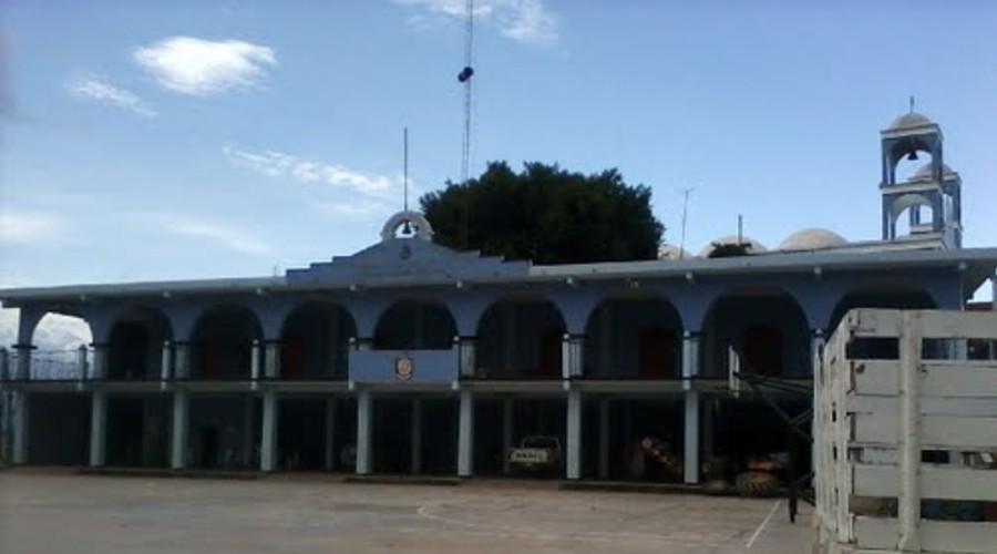Acusan a Castro y Avilés de destitución de alcalde