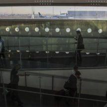 Familiares esperan en AICM a repatriados provenientes de EU