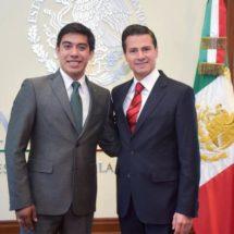 EPN se reúne con estudiante de la UNAM que trabajará para NASA