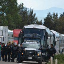 Dan ayuda a afectados por bloqueos en Oaxaca