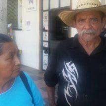 A golpes intentan desalojar a unos ancianos en la Catarino Torres