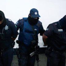 DETIENEN A POLICÍAS POR CHUPADUCTOS!