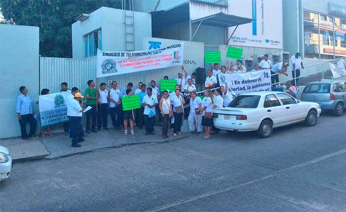 En Pinotepa sindicato de Telefonistas se suman a protestas contra gasolinazo