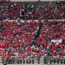 Seguidores ticos invaden el Estadio Azteca